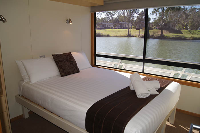 Relax Houseboat Double Bed - Mildura Houseboats