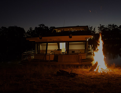 Camping in the outback - Mildura Houseboats
