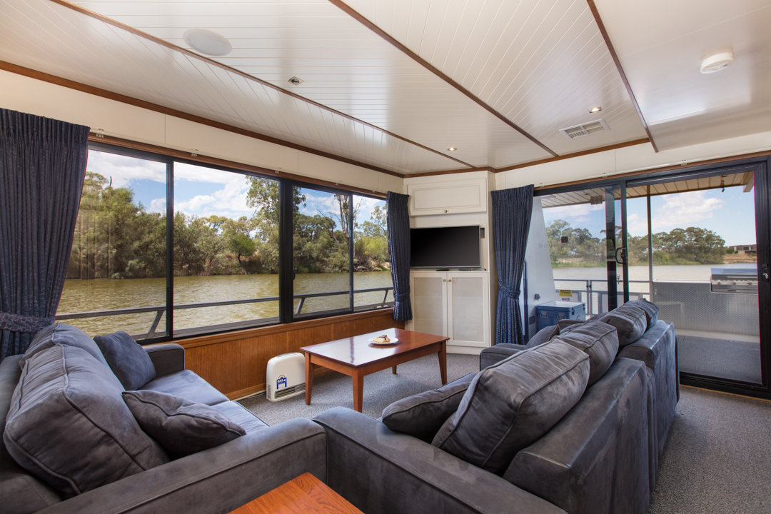 Classic Houseboat - Lounge Area