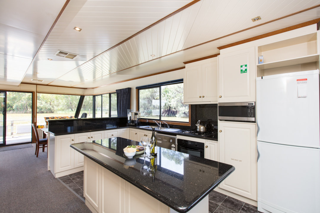 Classic Houseboat - Kitchen