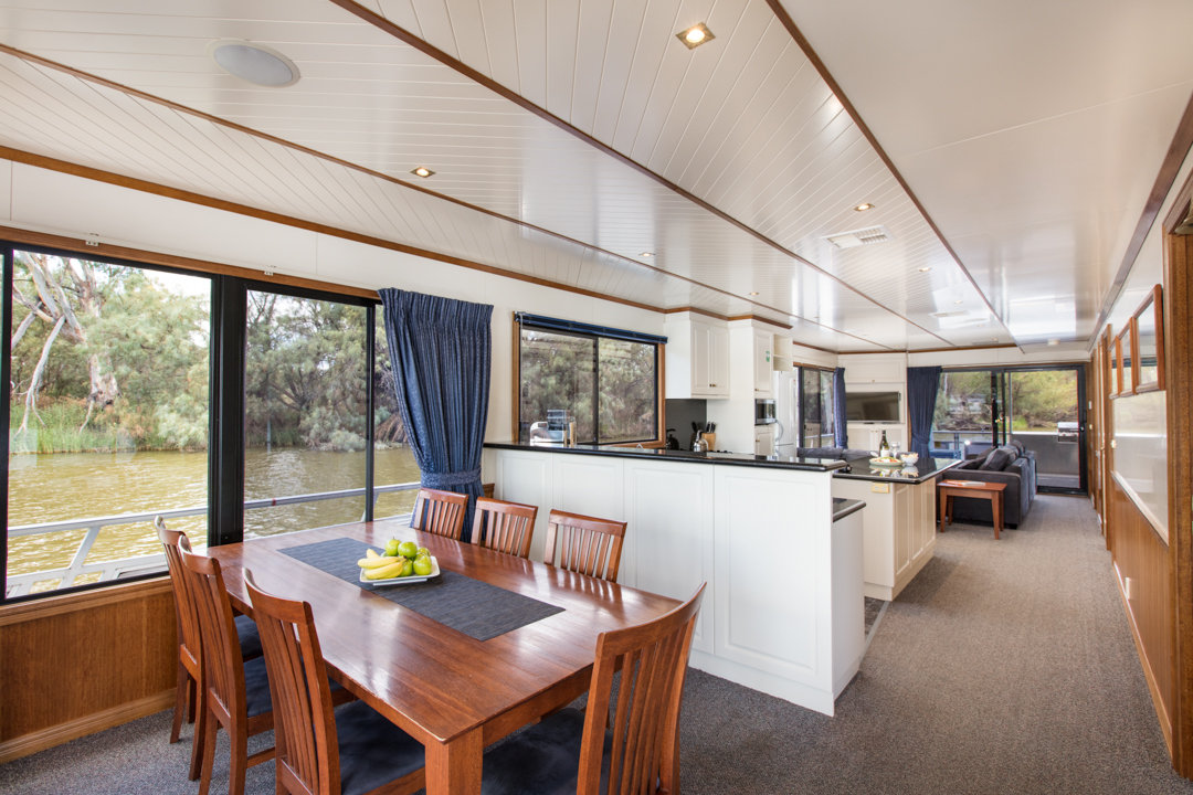 Classic Houseboat - Dining Area