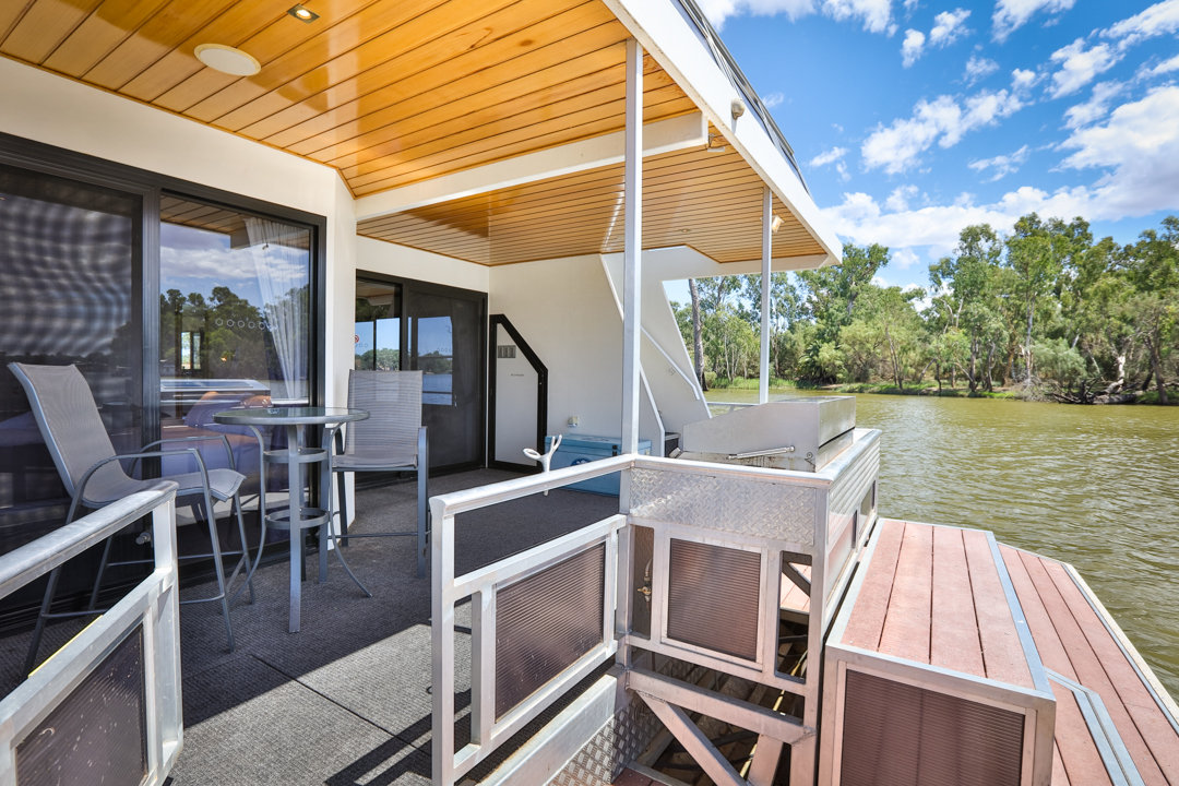 Classic Houseboat - Outdoor Area