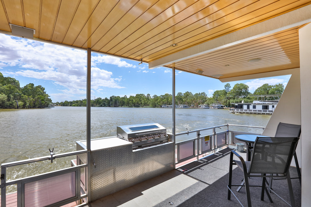Classic Houseboat - Barbeque