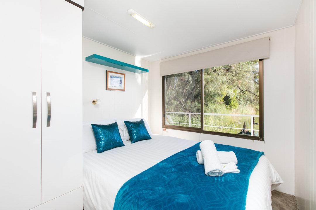Albert James Houseboat - Queen Bed