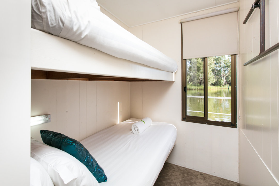 Albert James Houseboat - Bunk Beds