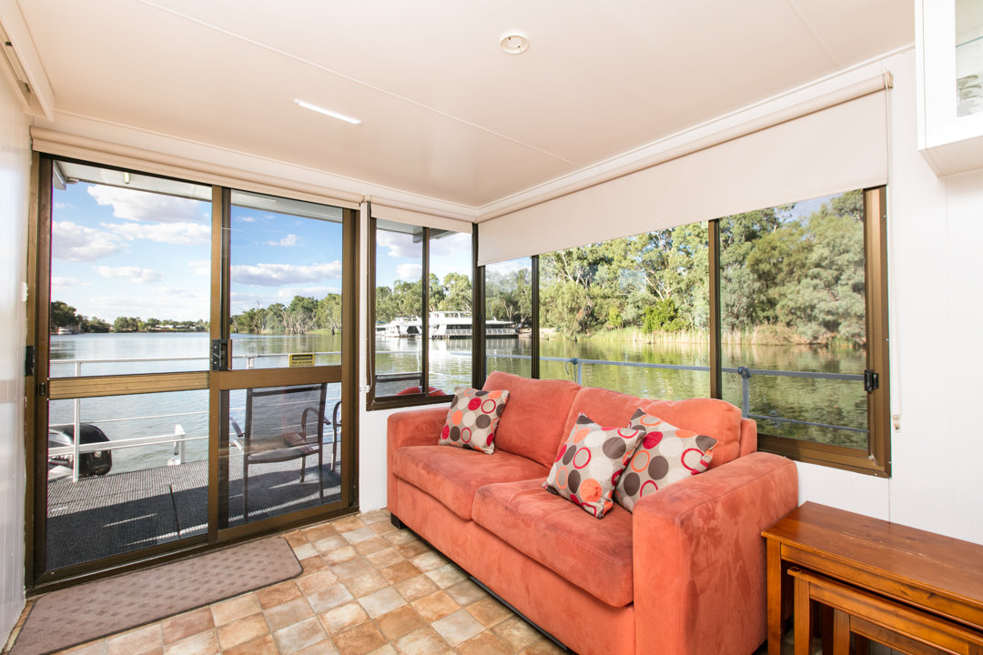 Albert James Houseboat - Loung Area