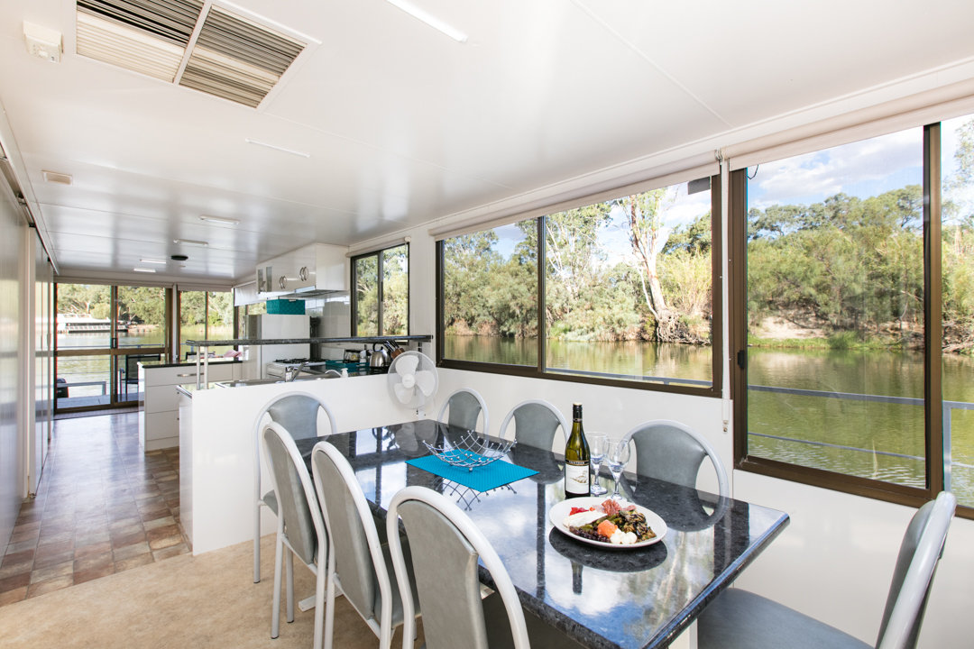 Albert James Houseboat - Dining Area