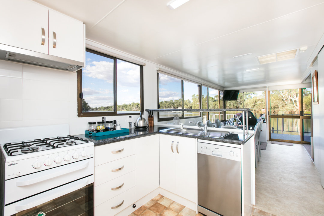 Albert James Houseboat - Kitchen