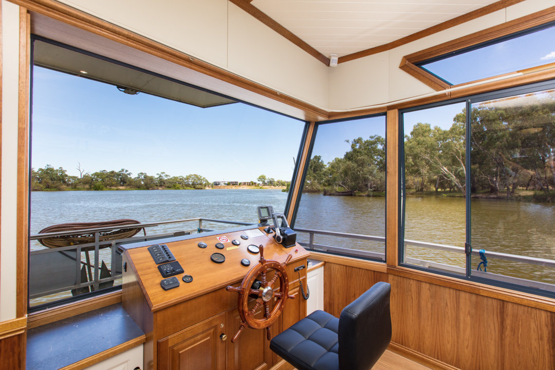 Moor R&R - Houseboat Driver